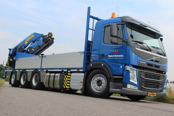 Volvo FM 8x4 Tridem voor Triple A Networks