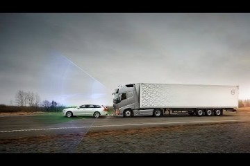 Volvo Trucks - Collision Warning with Emergency Brake even in a curve